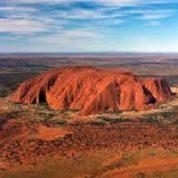 آیا میدانید کدام صخره بزرگ پیوسته در حال تغییر رنگ است؟