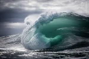 آیا میدانید چرا امواج روی دریا حرکت می کنند؟